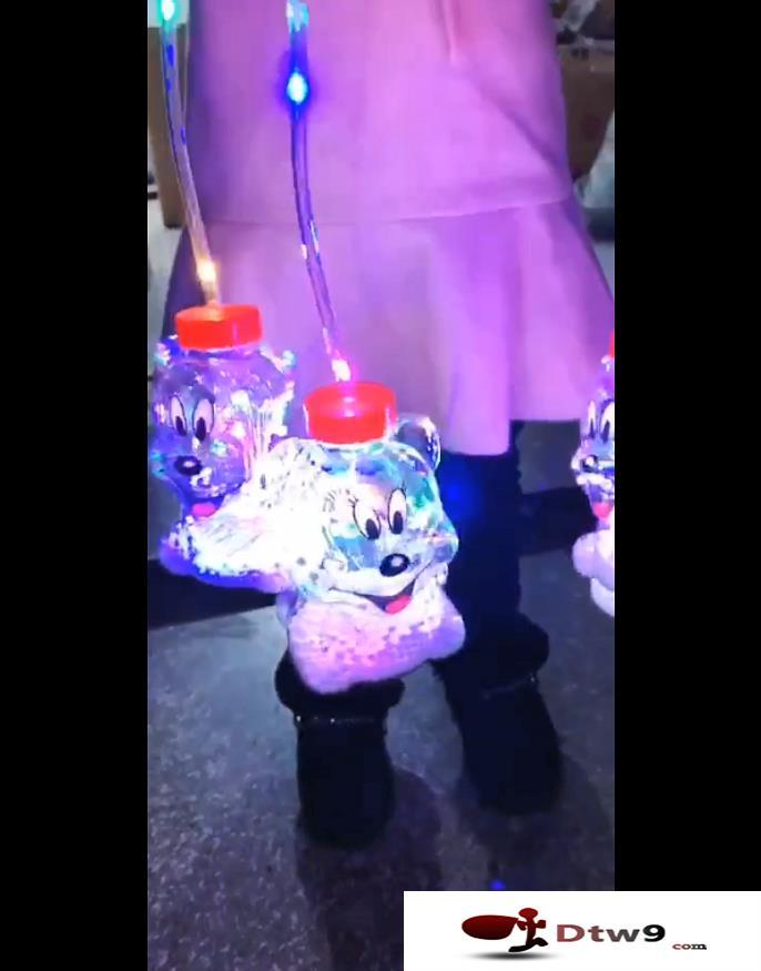 中秋国庆摆地摊卖什么最赚钱?发光灯笼新奇特玩具货源批发