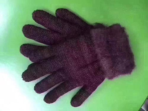 摆地摊卖东北羊绒手套批发,5元一双东北羊绒手套