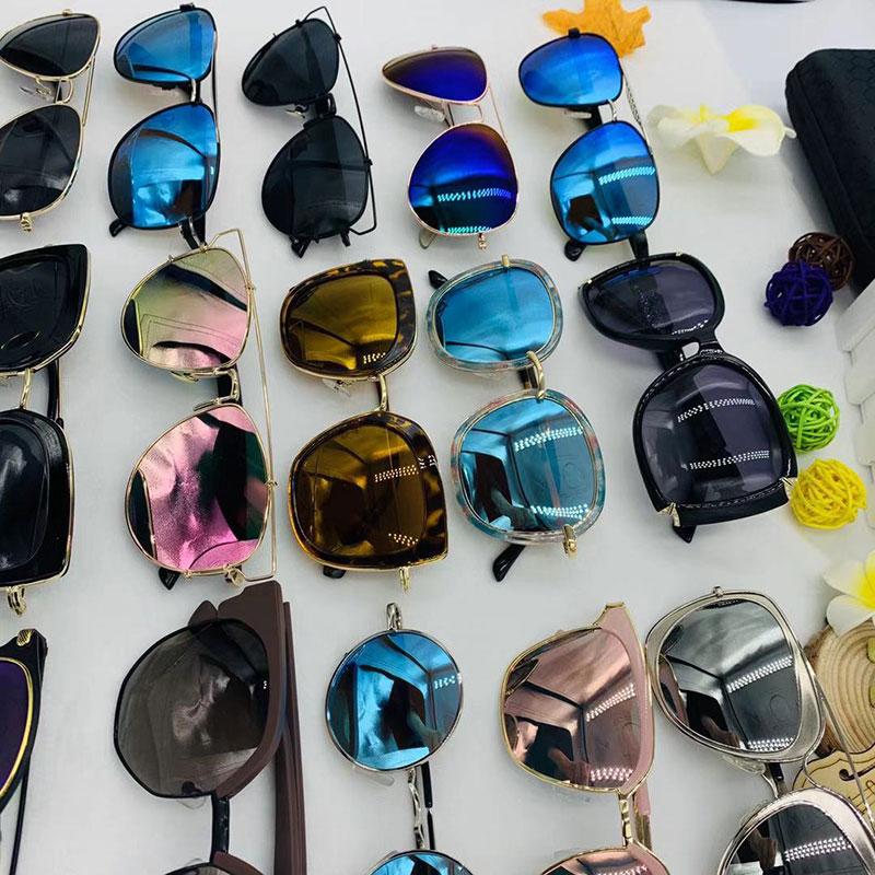 2019夏天摆地摊展销会时尚偏光镜,带盒子带包装。