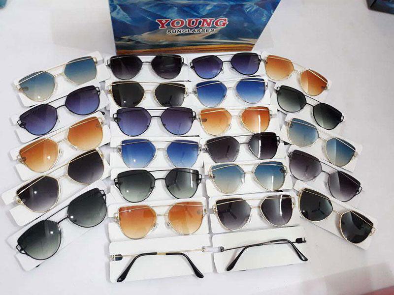 摆地摊夏季10元模式太阳眼镜蛤蟆镜批发,展销会网络爆款墨镜货源