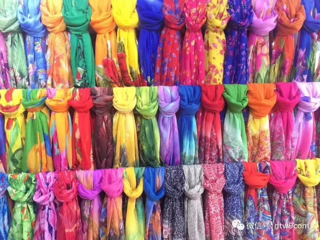 摆地摊卖围巾怎么样?10元模式围巾批发-义乌地摊网