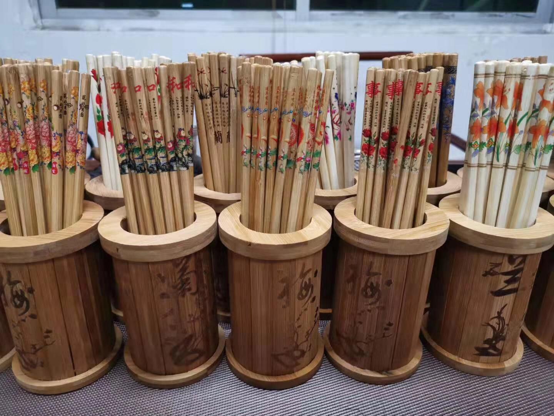 地摊10元模式 买阿里山筷子送竹木筷筒批发