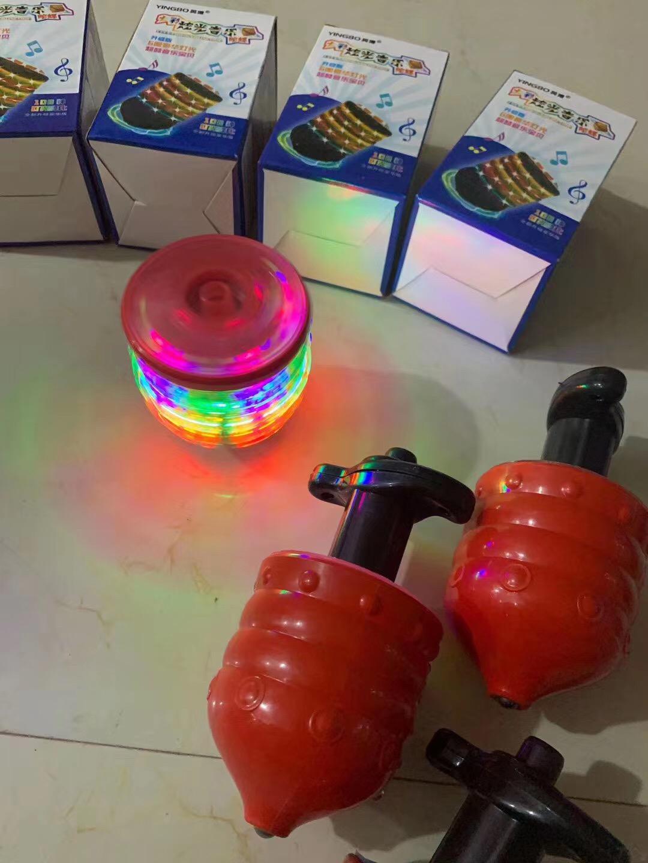 夜市发光玩具陀螺系列 摆地摊发光陀螺货源批发